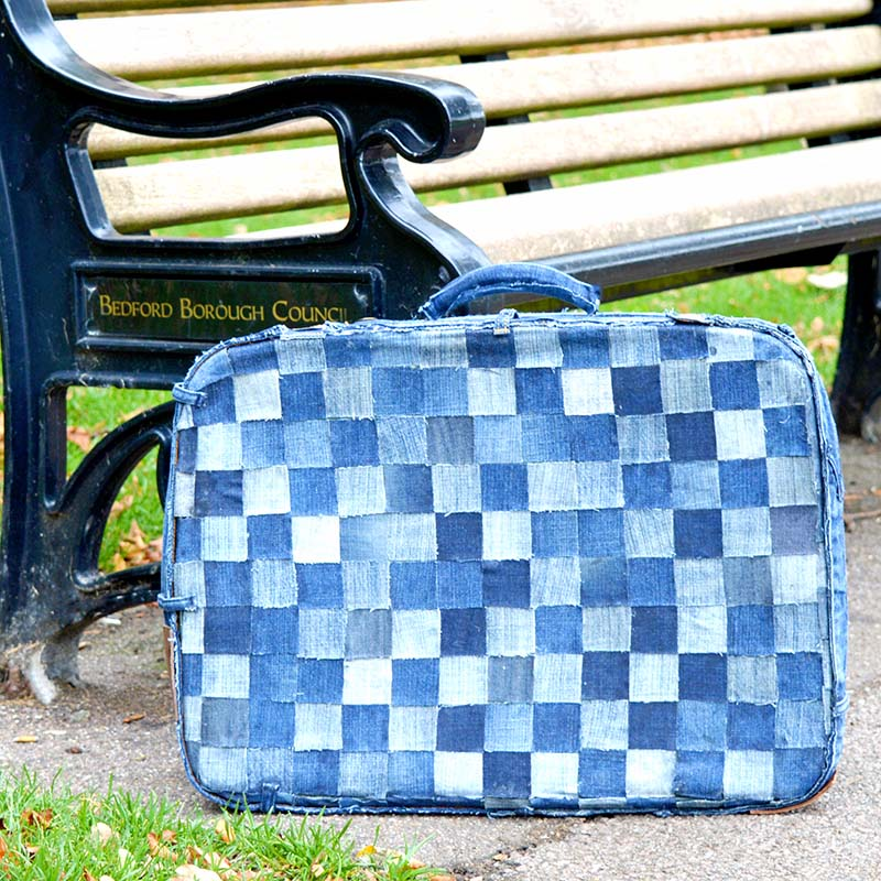Patchwork Denim Suitcase - Upcycled vintage suitcase with old jeans. This is a no sew tutorial.