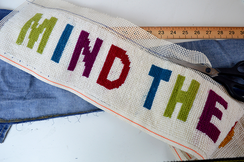 Mind The Gap Draught excluder - Pillarboxblue