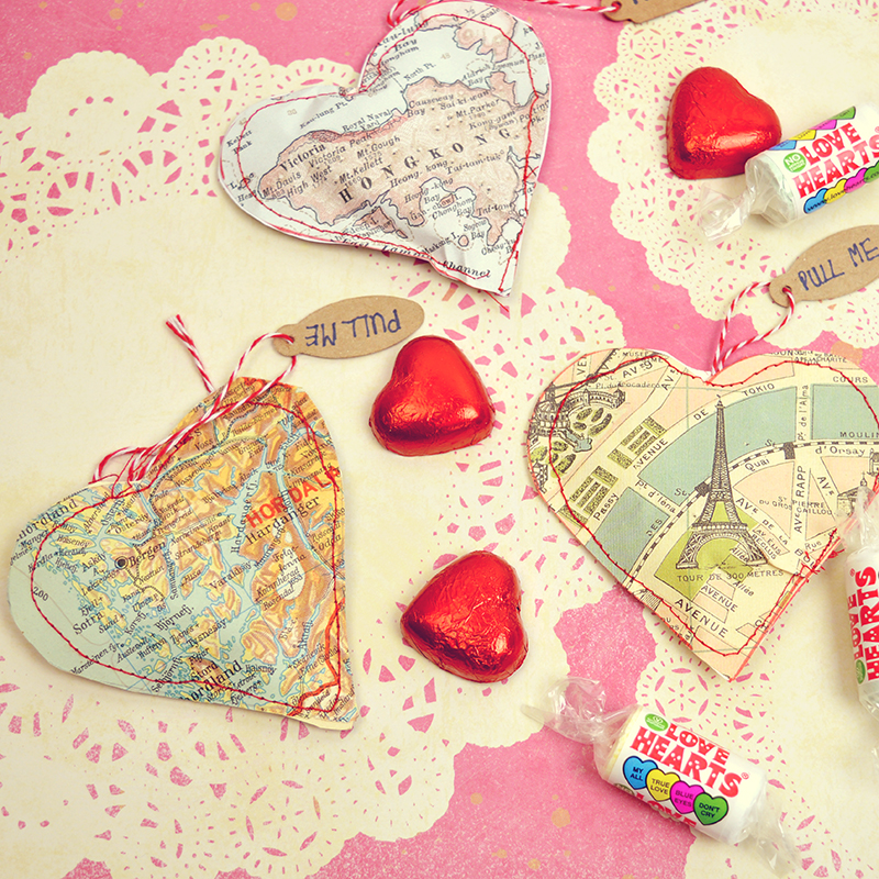 Valentines Map hearts treat bags - Pillarboxblue.com