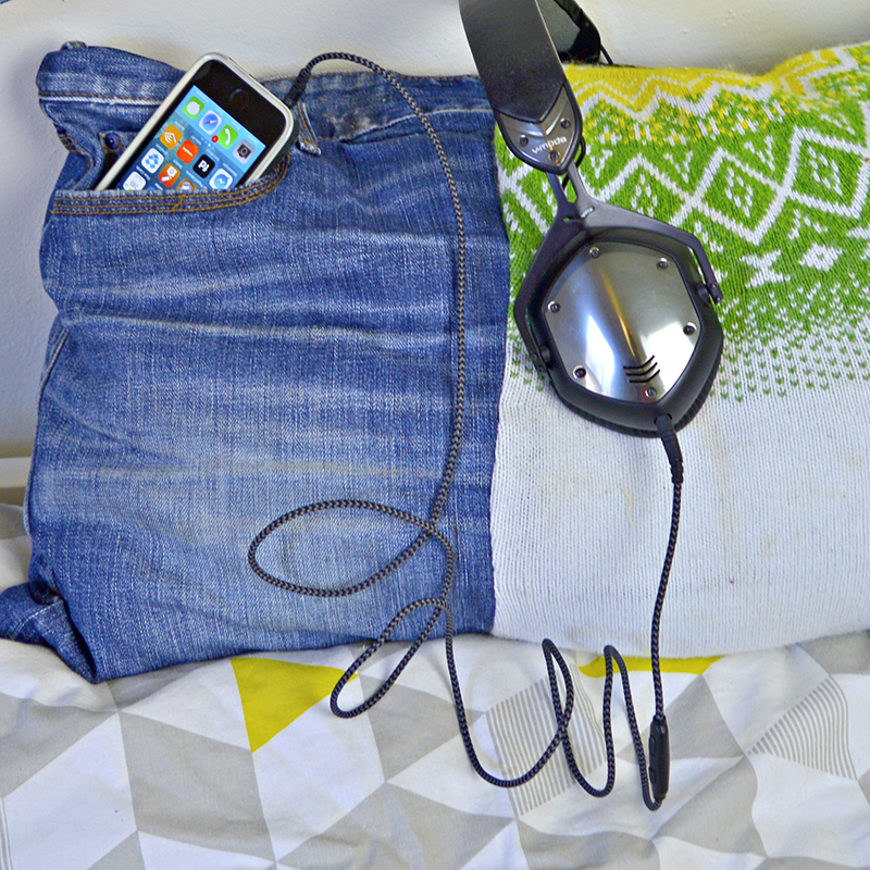 How to make a handy iPhone Denim Pocket Pillow