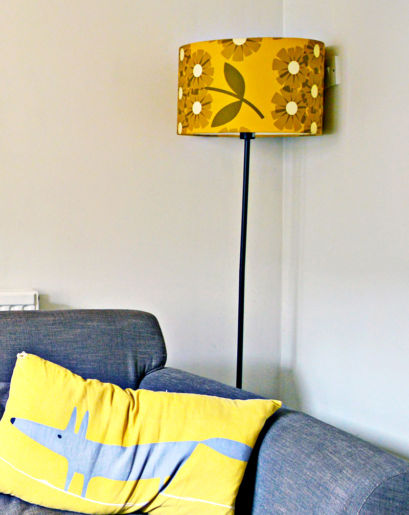 Transform a lampshade with wallpaper full tutorial.