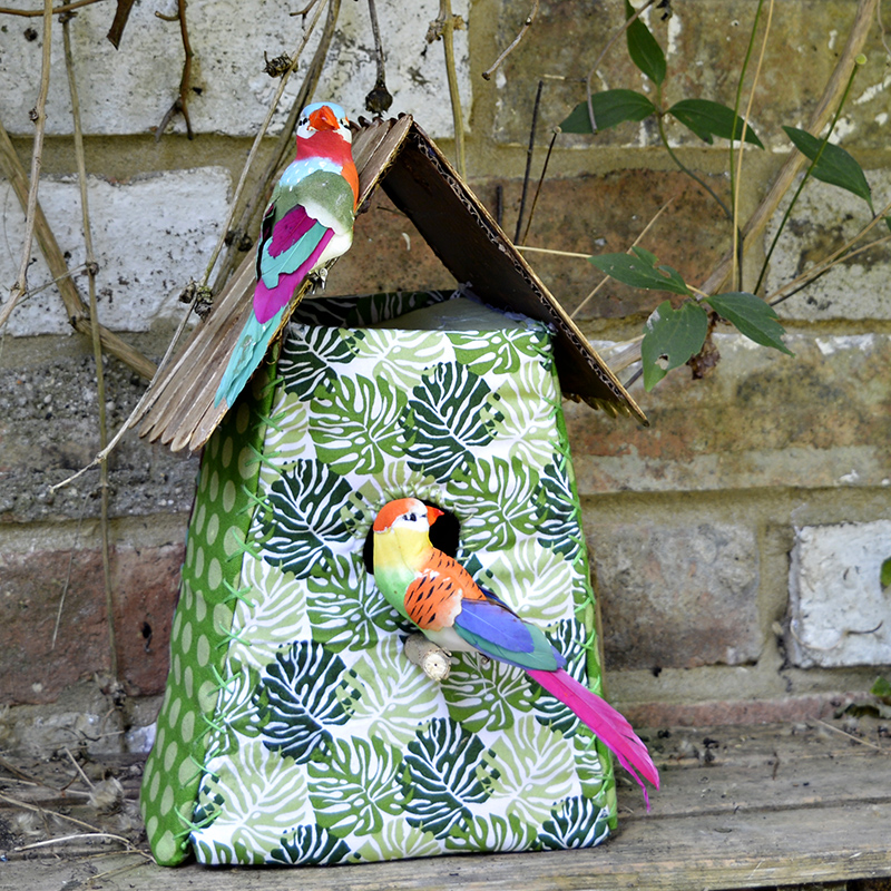 These tropical fabric birdhouses are a very easy to make home decoration or gift.  Free pattern and full instructions.