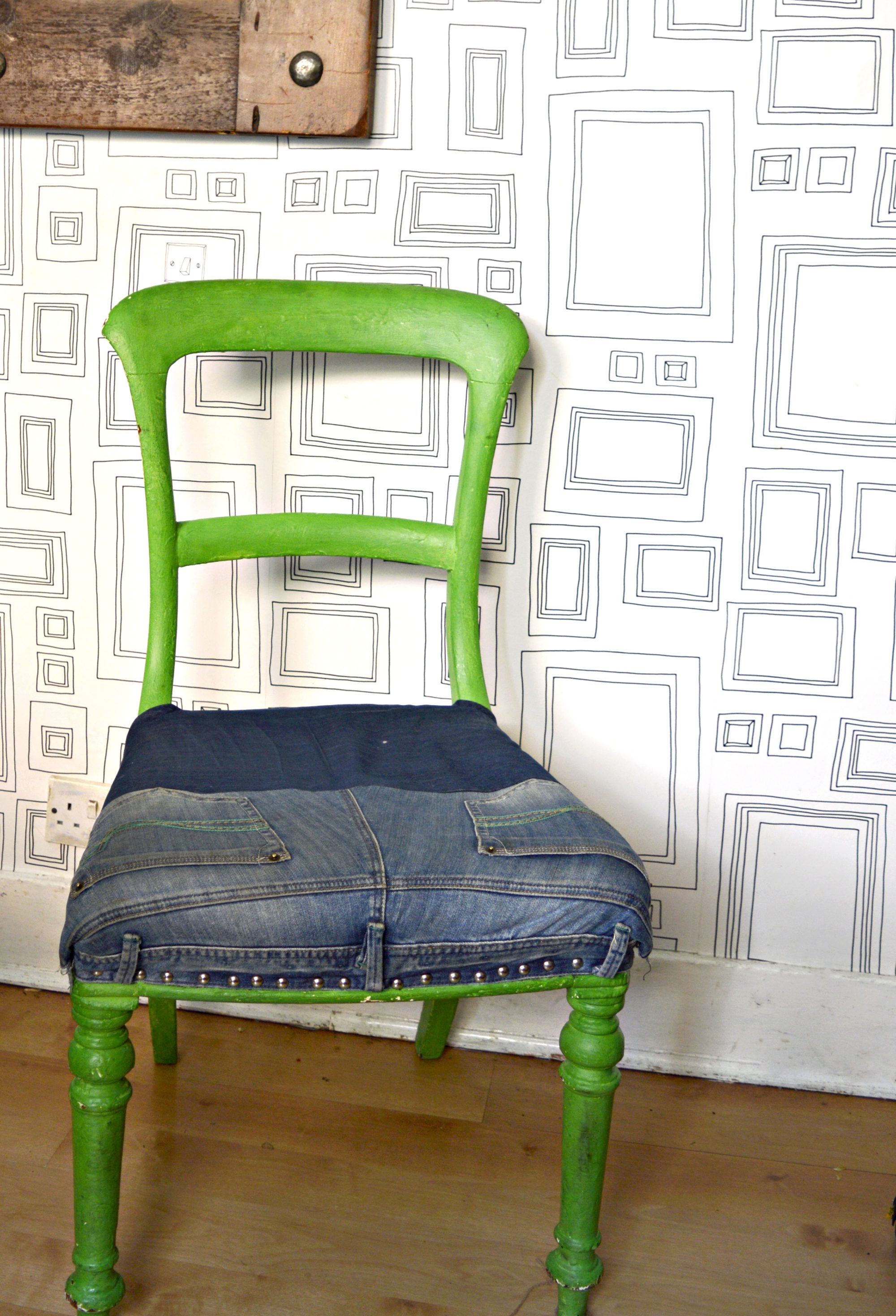 Upholster chairs in denim by upcycling old jeans.  Step by step tutorial