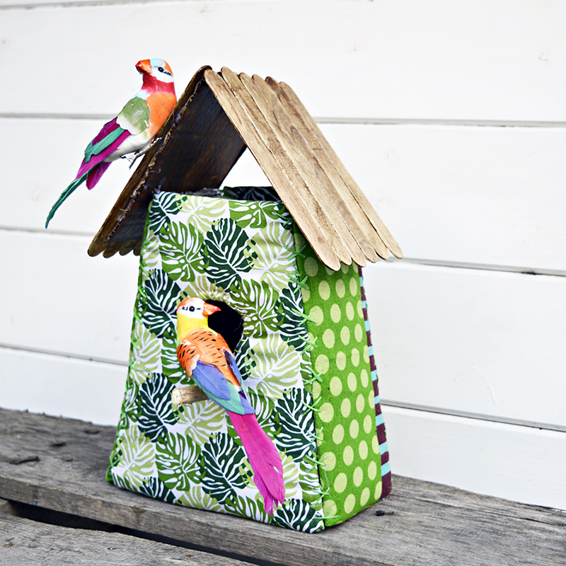 These gorgeous tropical fabric birdhouses are really easy to make.  They make for a lovely home decoration or even a gift.  Step by step tutorial and free pattern.