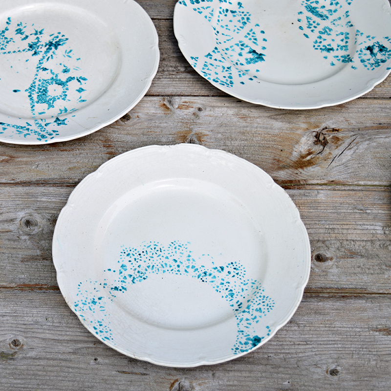 Make some gorgeous painted plates by stenciling with a paper doily on to old vintage plates.