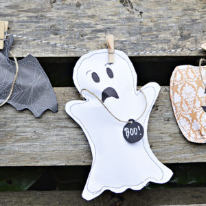 Free template to make these gorgeous sewn halloween treats bags. Pumpkin, Ghost and Bat also make for a great Halloween decoration garland.