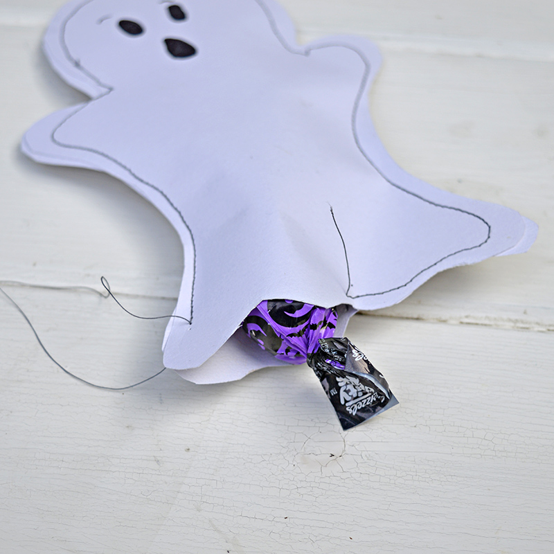 halloween-treats-bag-ghosts-pillarboxblue-2-sm