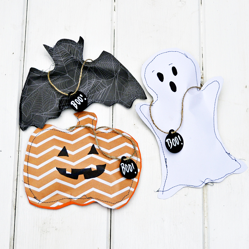 Free template to make these gorgeous sewn halloween treats bags.  Pumpkin, Ghost and Bat also make for a great Halloween decoration garland.  Pull on the BOO! tag to open