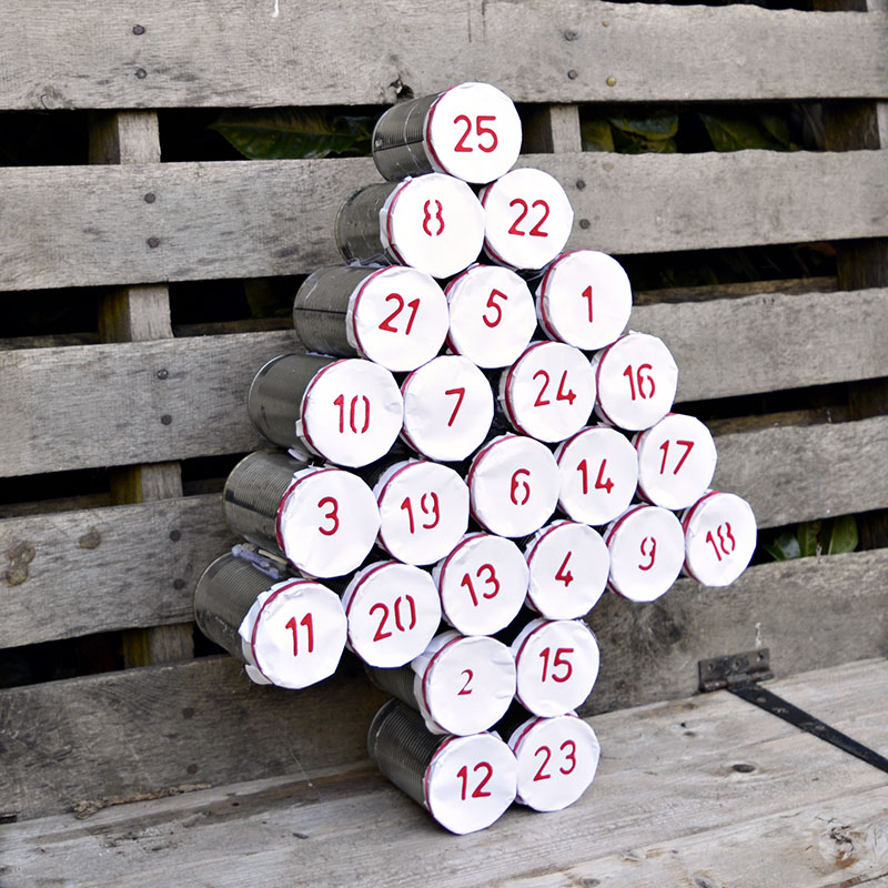 Make a rustic upcycled advent calendar for Christmas using tin cans.