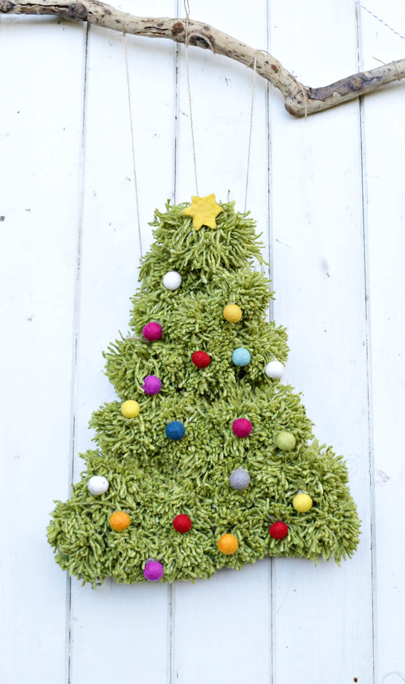 How to make a lovely pom pom Christmas tree, great wreath or wall hanging.