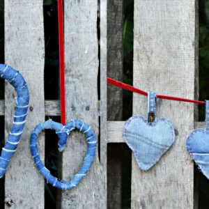 Upcycle your old jeans into denim hearts 2 different ways for Valentine's. One a wreath the other a padded keyring.