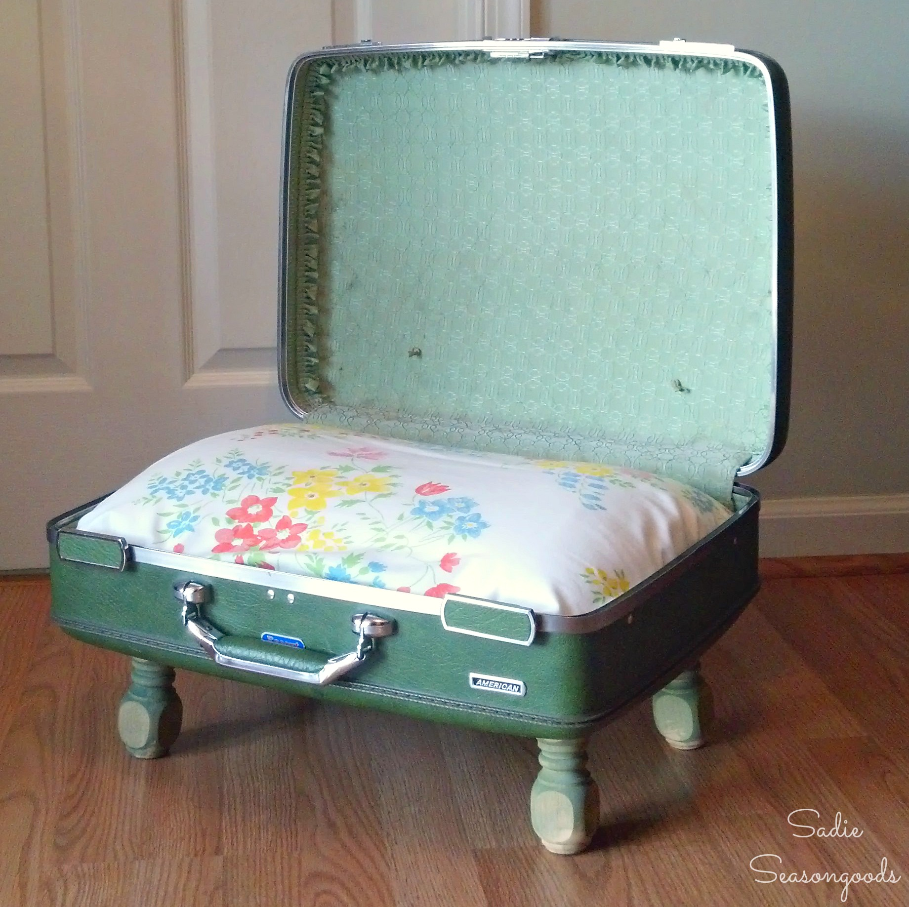 Old Suitcases Arenu0027t Just For Grown Ups, They Can Be Adapted For Pets Too!  8. Vintage Suitcase Sidetable U2013 Pillarboxblue