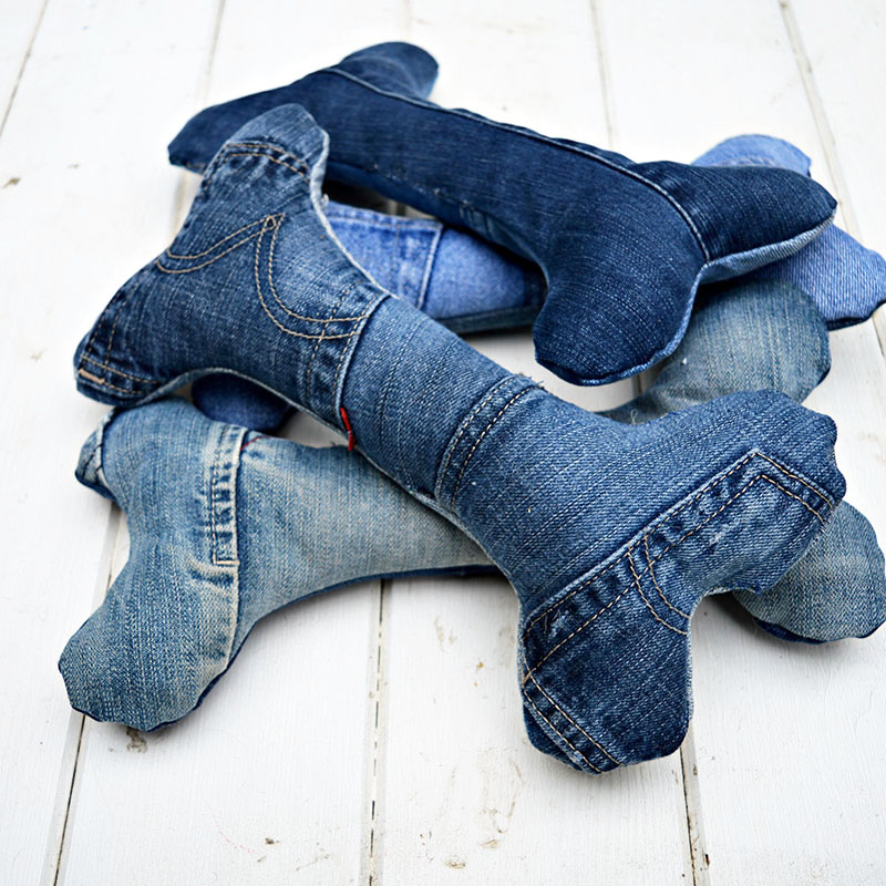 Does your dog love toys? Then why not make them some cool upcycled handmade dog toys from an old pair of jeans. These would also make a lovely present for any dog lover.