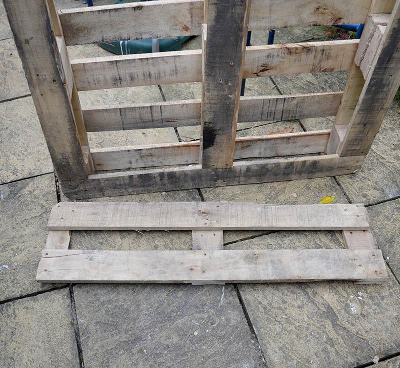 Cut pallet for photo frame