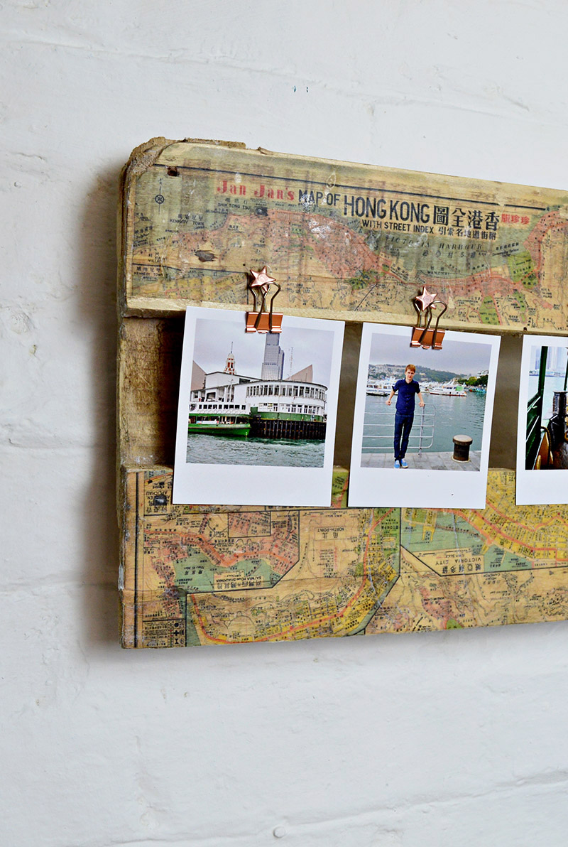 It's so easy to print maps on to pallet wood. To make a truly unique map picture frame for your holiday photos.
