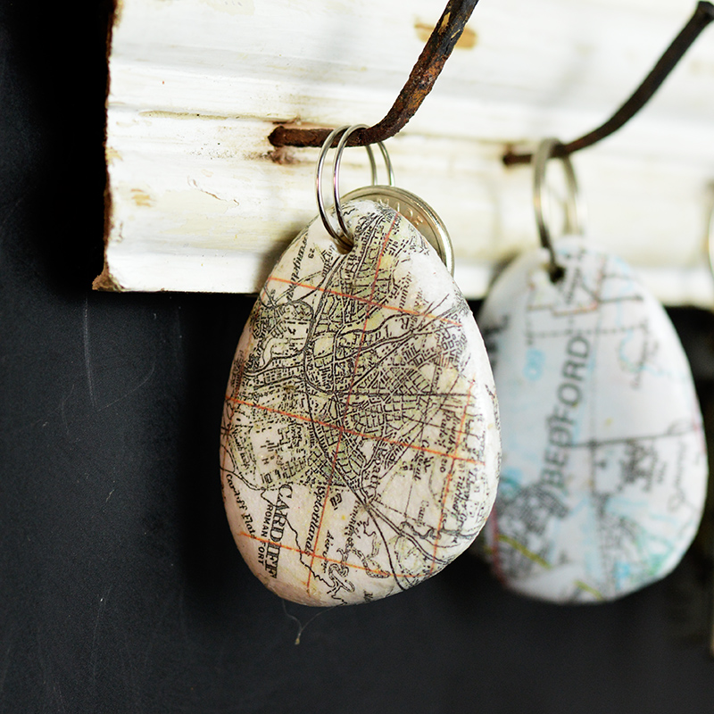 Did you know you can print maps onto pebbles and stones.  Use this technique to create a map rock keychain.  These make for a lovely personalised gift as you can use a map of any town or city.