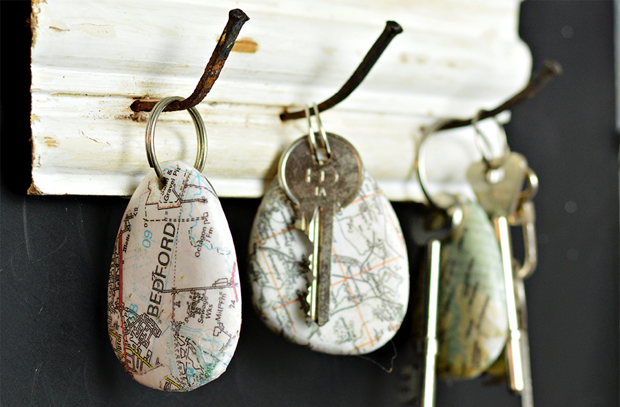 Printed map rock keychains
