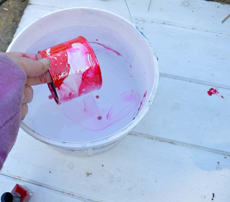 marbling an upcycled tin can