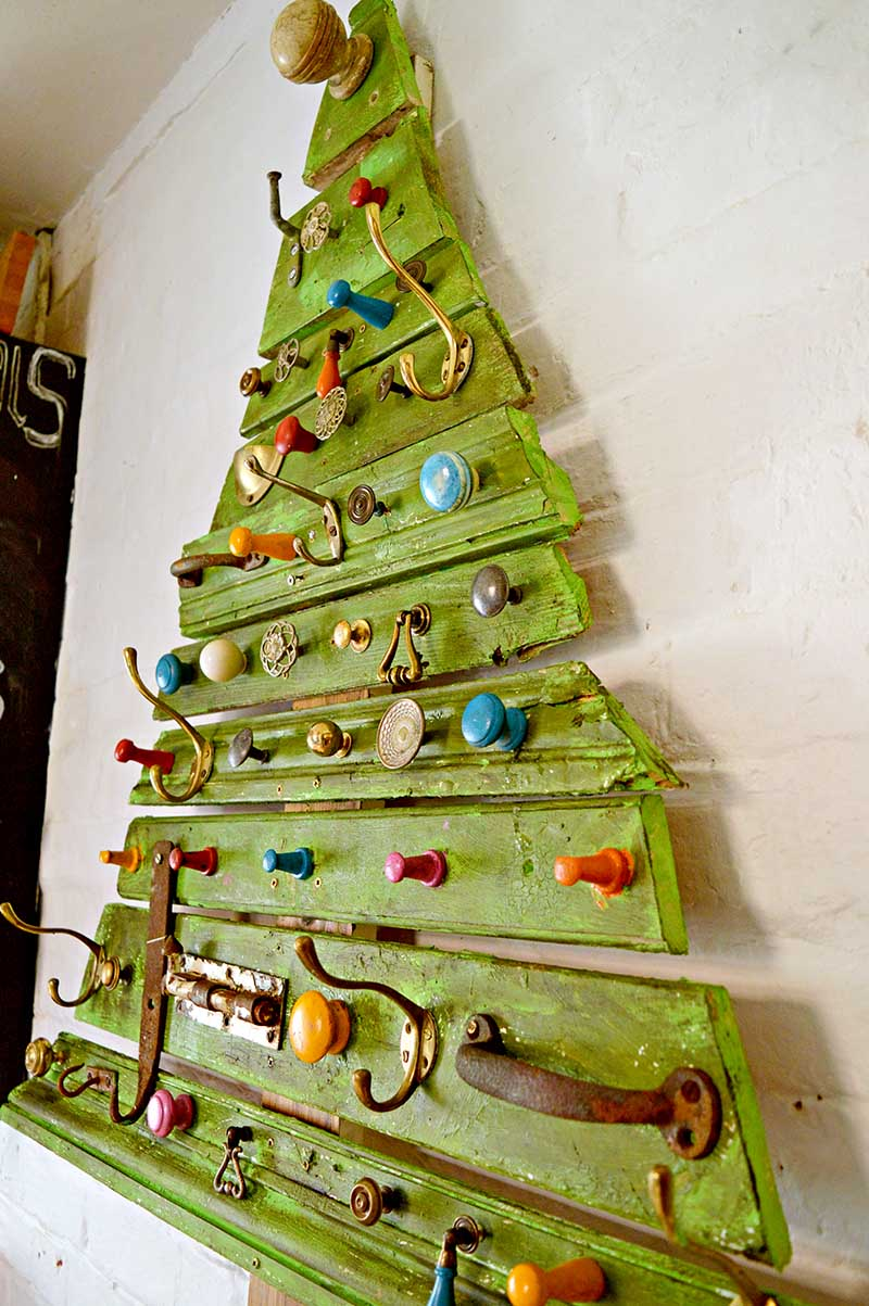 Unique DIY Wooden Christmas Tree With Knobs On - Pillar ...