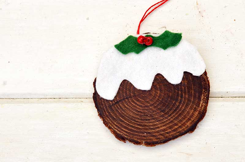 So simple to make Christmas pudding wood slice ornament
