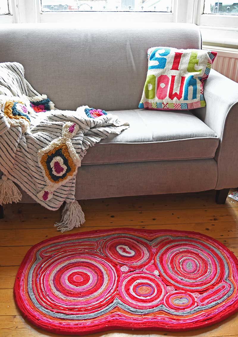 Sweater felt rug in lounge