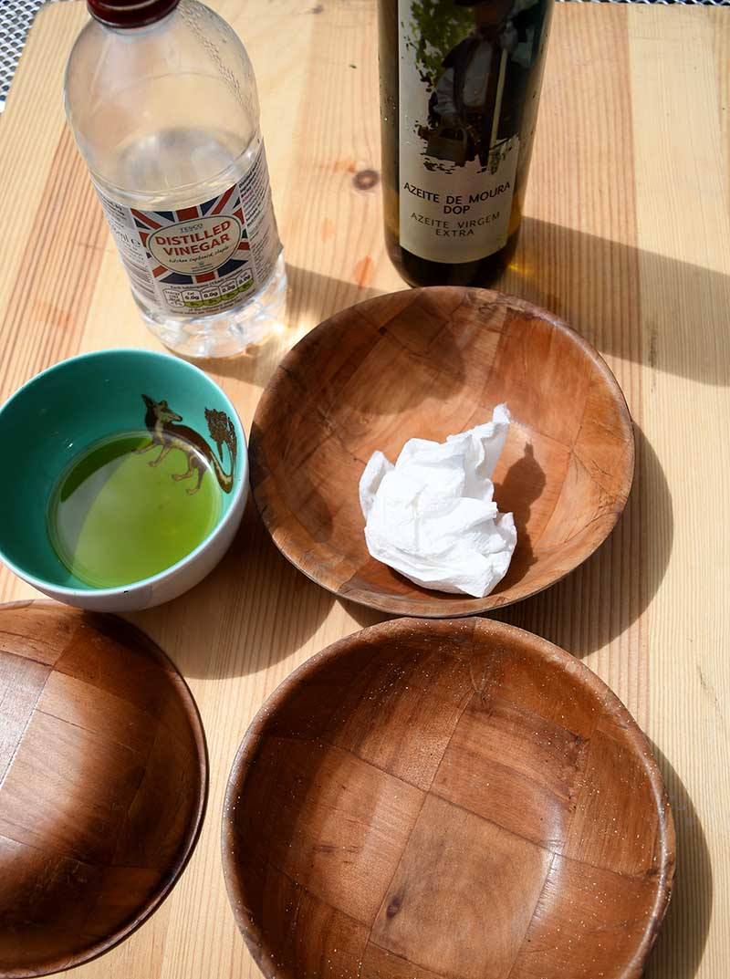 cleaning wooden bowls with oil and vinegar