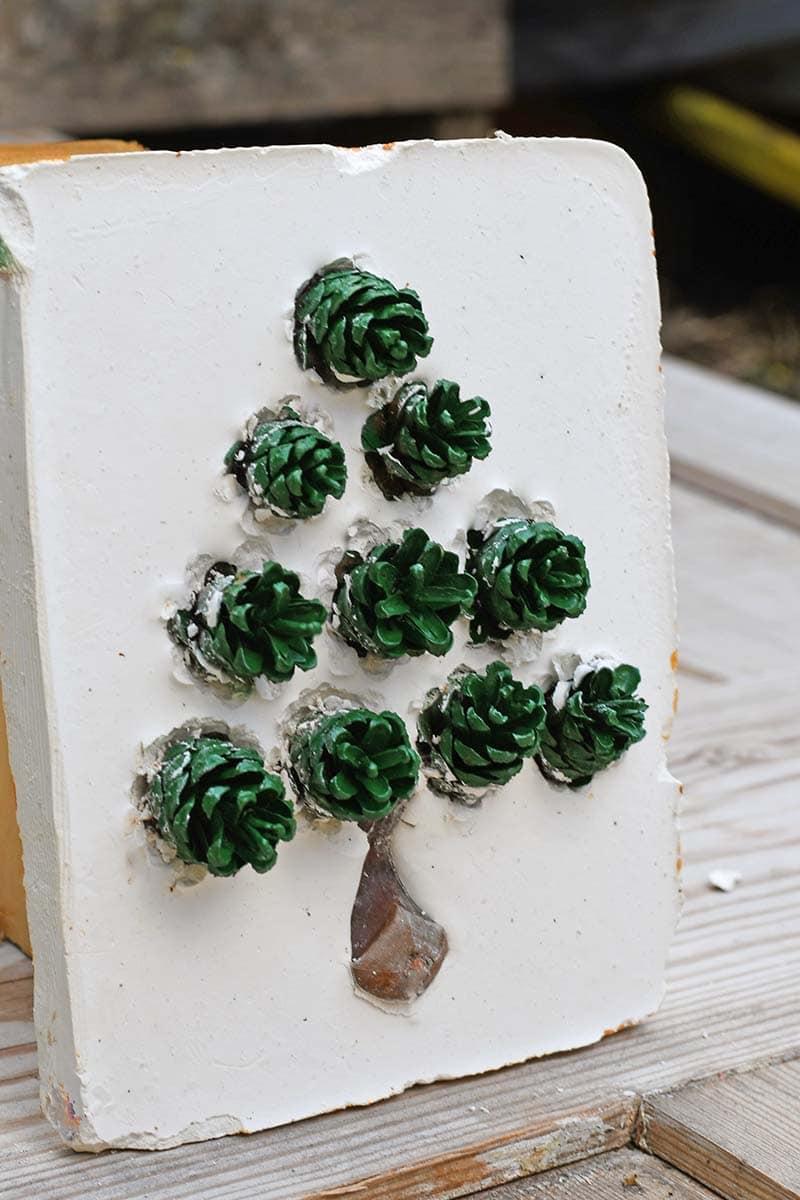 Green pinecone Christmas tree tile