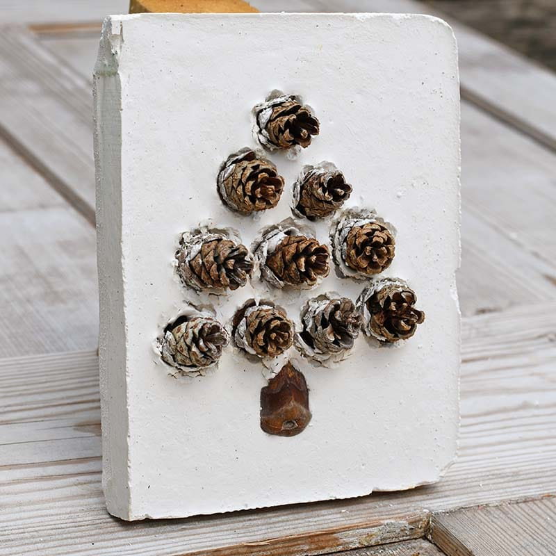 natural pinecone christmas tree tile