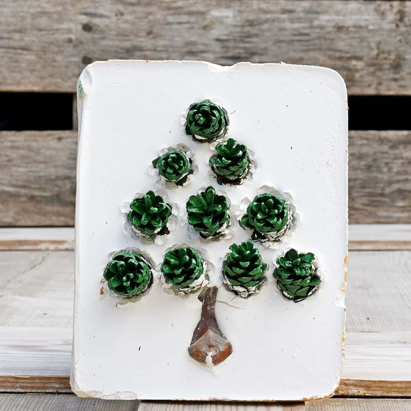 Green pine cone Christmas tree tile