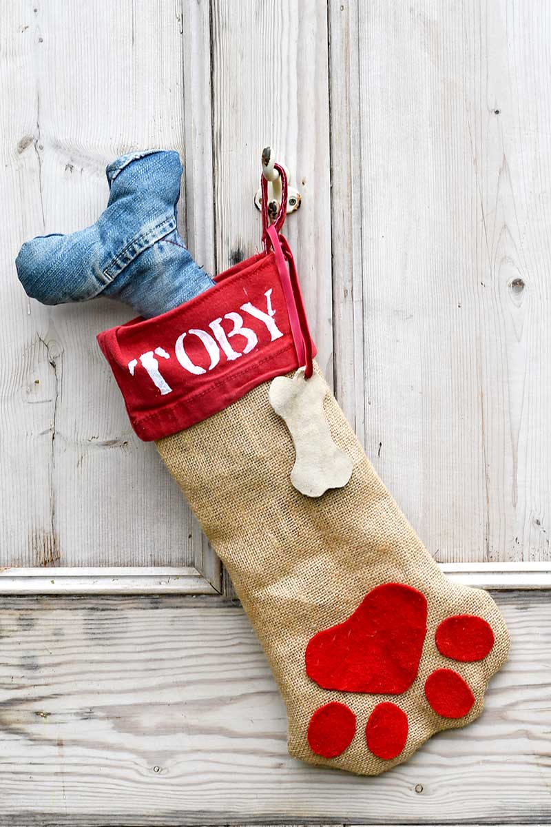 Free pattern for a DIY personalized dog Christmas stocking