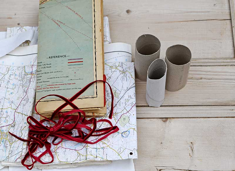 what you need to make map Christmas crackers