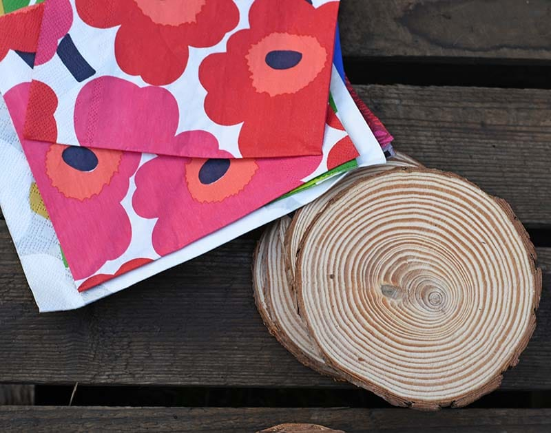 Marimekko paper napkins and wood slices
