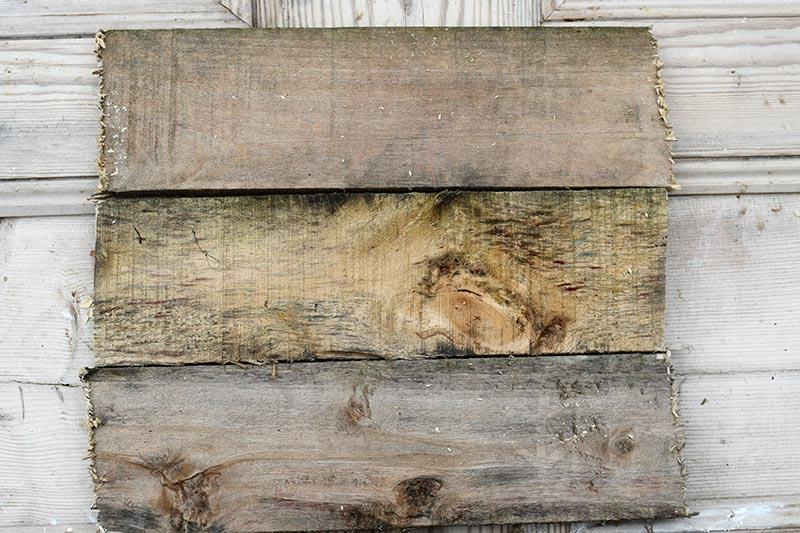 Scraps of pallet wood
