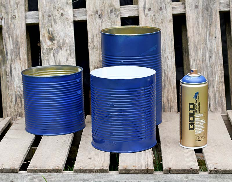 bkue note spray painted tin cans