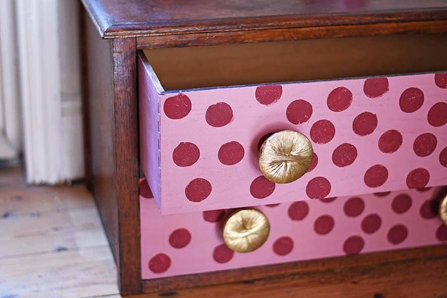 how to paint polka dots with chalk paint