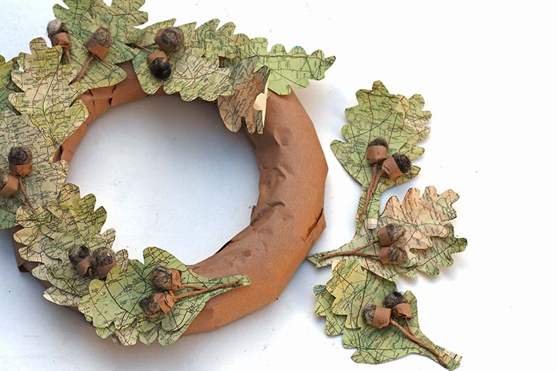 Map leaf wreath