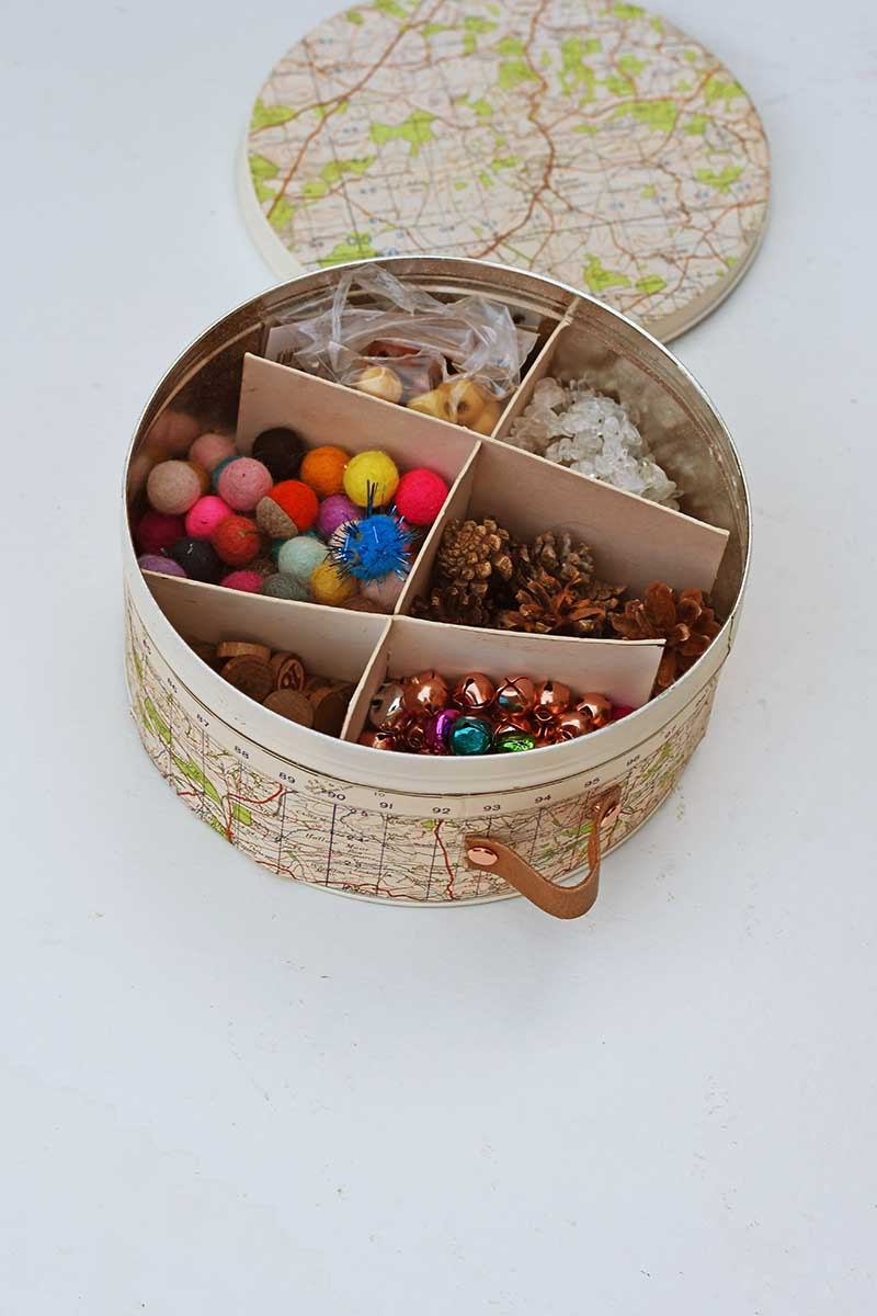 Map tin can with dividers