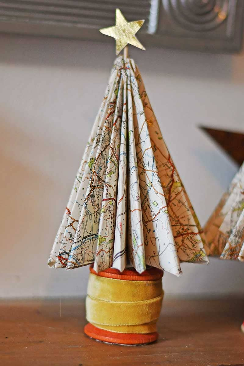 map Christmas tree