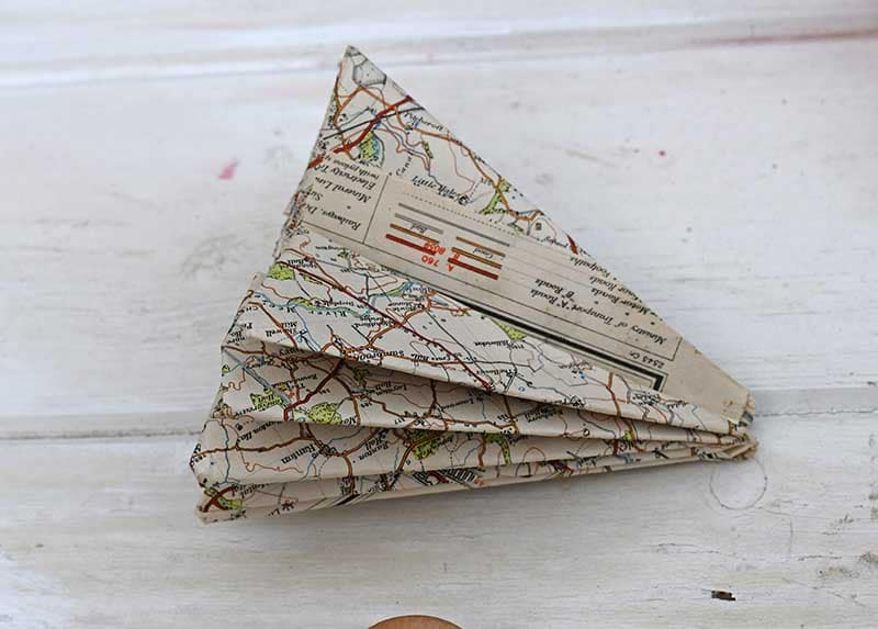 fold map Christmas tree book