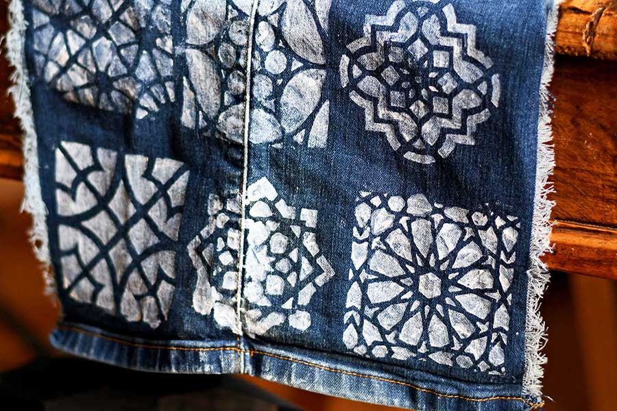 denim table runner on table