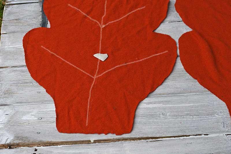 Drawing veins on oak leaf sweater