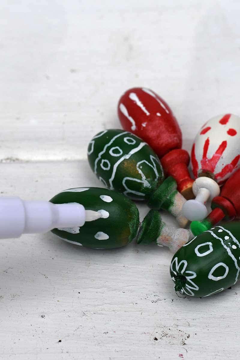 painting acorns Christmas decorations