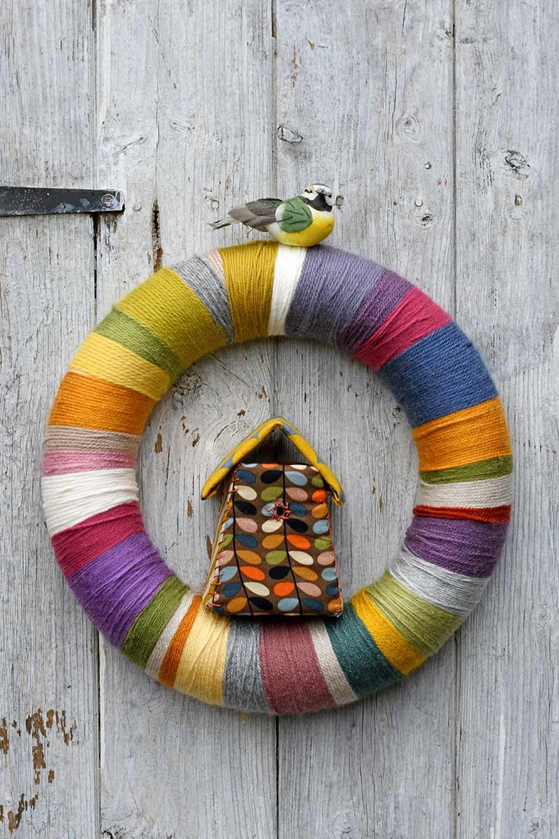 DIY yarn wreath for spring