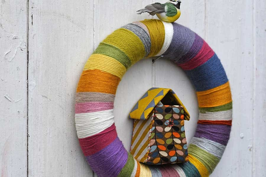 DIY yarn wreath from scraps